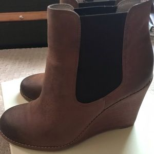 Hinge Women's Leather Wedge Boots Like New!
